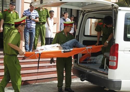 Vụ nổ mìn trên xe khách: Bị cáo ngất xỉu tại phiên toà sơ thẩm - anh 5