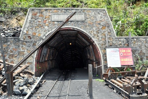 Vụ sập hầm lò tại khu vực Đông Vàng Danh: Đã tìm thấy thi thể 2 công nhân mắc kẹt - anh 1