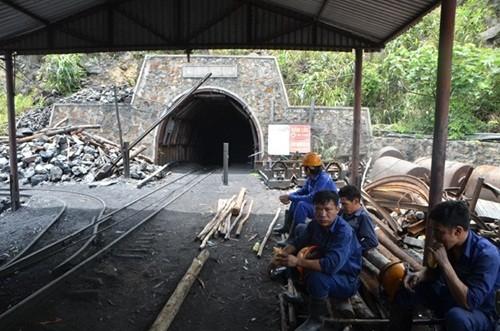 Vụ sập hầm lò tại khu vực Đông Vàng Danh: Đã tìm thấy thi thể 2 công nhân mắc kẹt - anh 2
