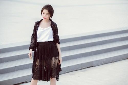 Á hậu Diễm Trang gây bất ngờ với hình ảnh gợi cảm trên phố - anh 5