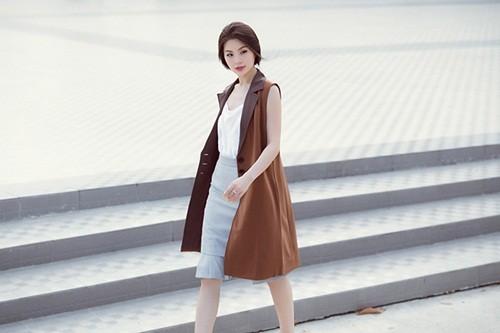 Á hậu Diễm Trang gây bất ngờ với hình ảnh gợi cảm trên phố - anh 7