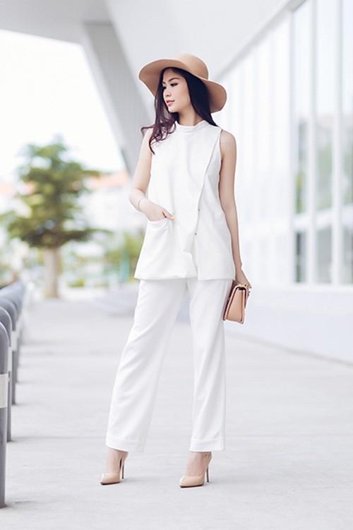 Á hậu Diễm Trang gây bất ngờ với hình ảnh gợi cảm trên phố - anh 8