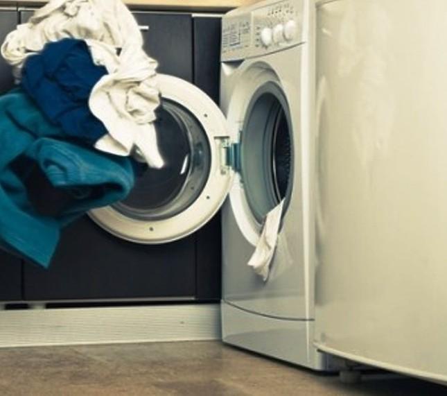 TPHCM: Đau lòng bé trai 7 tuổi chết ngạt trong máy giặt - anh 1
