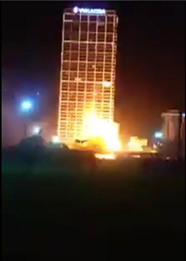 Hà Nội: Cháy cao ốc do chập điện giữa lúc gió lớn và sấm chớp - anh 1