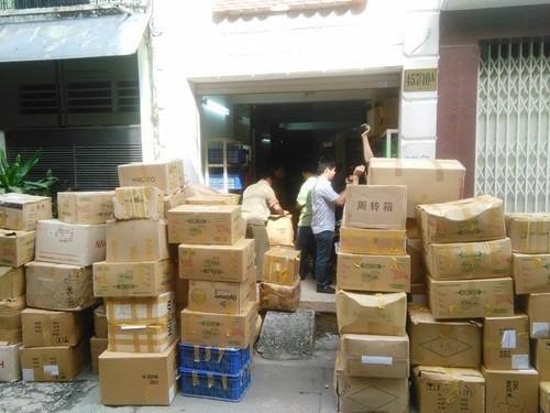 Đánh sập đường dây sản xuất mỹ phẩm giả cực lớn tại TP.HCM - anh 1