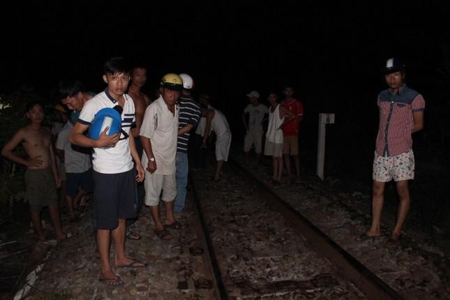 Đi vệ sinh trên đường ray, nam thanh niên bị tàu tông tử vong - anh 1
