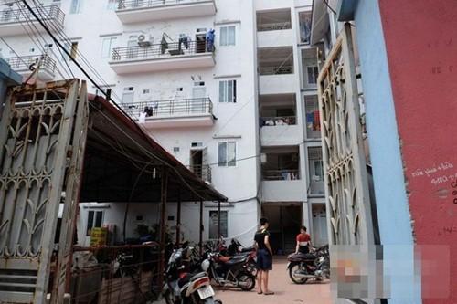 Hà Nội: Trượt chân, người phụ nữ rơi từ tầng 5 xuống đất - anh 1