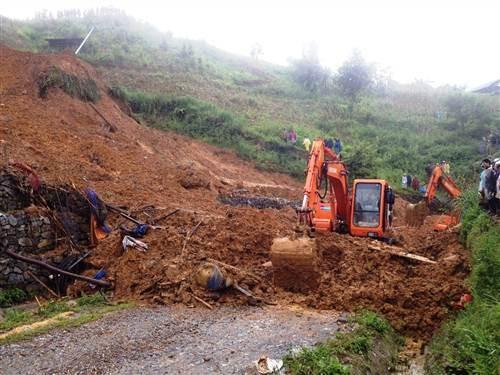 Sạt lở núi vùi lấp cả gia đình ở Cao Bằng: Đã tìm thấy thi thể 2 nạn nhân - anh 1