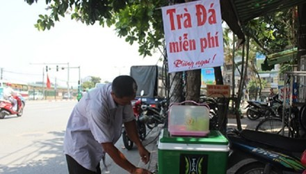 Vụ 'thu thùng trà miễn phí': Chủ tịch quận Hoàng Mai nói gì? - anh 1