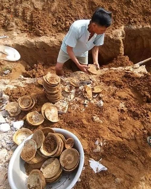 Nghệ An: Phát hiện nhiều bát đĩa cổ khi đào móng làm nhà - anh 1