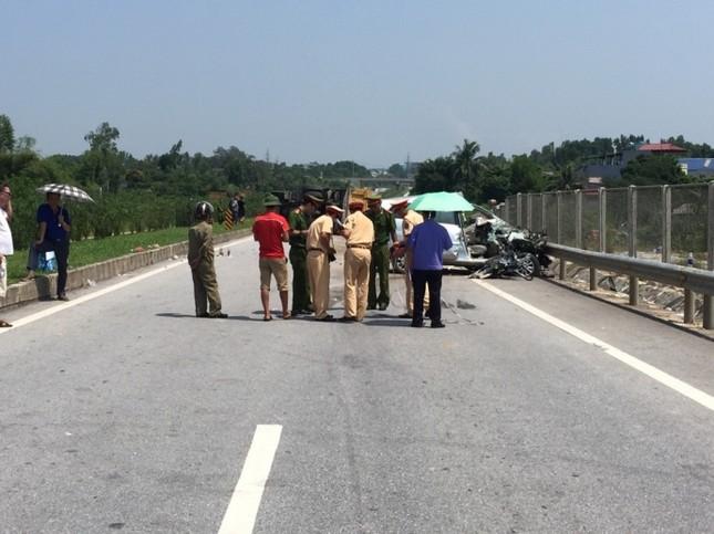 Người nước ngoài gặp TNGT trên cao tốc Hà Nội - Thái Nguyên - anh 1