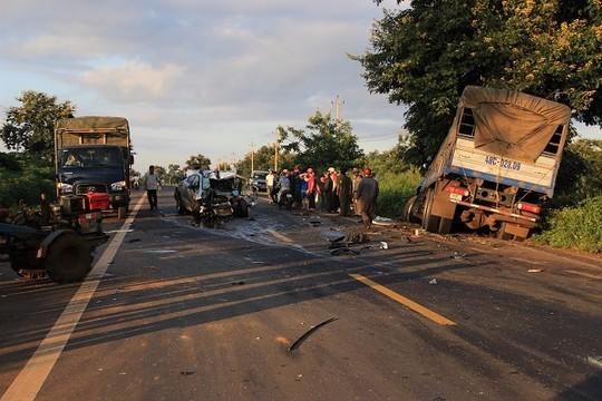 2 cảnh sát giao thông tử vong sau cú tông trực diện xe tải - anh 1