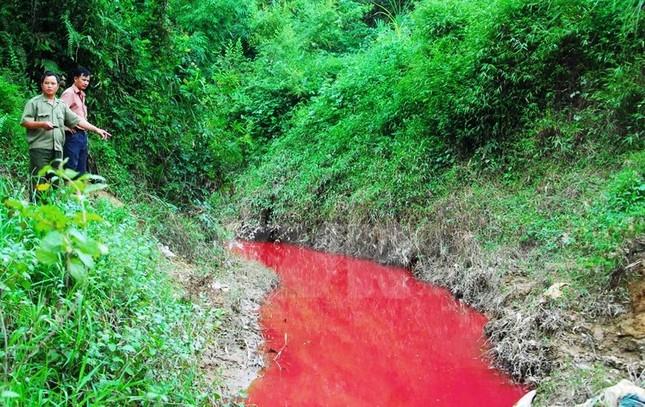 """Tin mới nhất vụ dòng suối """"máu"""" ở Điện Biên - anh 1"""