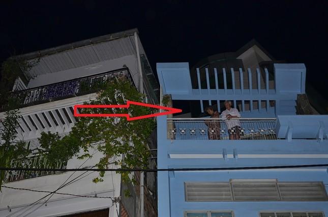 TPHCM: Cháy nhà 4 tầng, 8 người hoảng loạn tìm cách thoát thân - anh 2