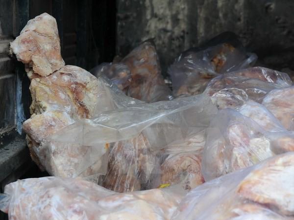 Thu giữ 455kg vịt đông lạnh, 35kg xúc xích nhập lậu từ Trung Quốc - anh 1