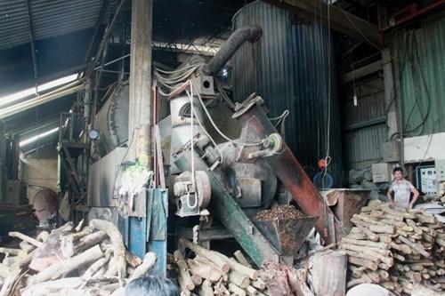 TP HCM: Cháy dữ dội xưởng nhuộm, công nhân nháo nhào bỏ chạy - anh 3