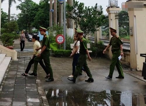 Cập nhật: Phiên toà xét xử 2 bị cáo vụ mua bán trẻ em ở chùa Bồ Đề - anh 1