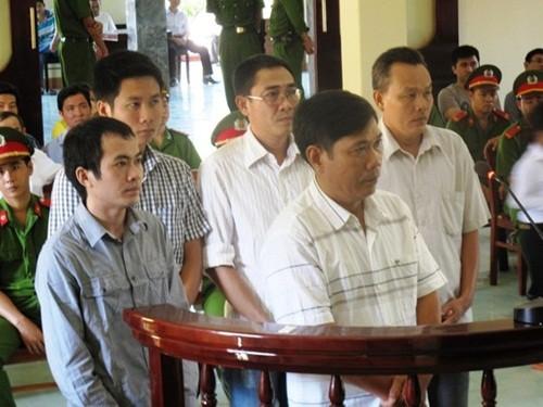 Hoãn phiên xét xử phúc thẩm vụ công an dùng nhục hình ở Phú Yên - anh 2