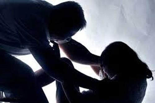Kẻ đồi bại hiếp dâm con riêng của vợ rồi uống thuốc độc tự tử - anh 2