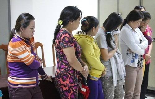 """Triệt phá sòng bạc di động tại TP Hồ Chí Minh, nhiều """"quý bà"""" bị bắt - anh 1"""
