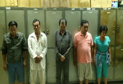"""Triệt phá sòng bạc di động tại TP Hồ Chí Minh, nhiều """"quý bà"""" bị bắt - anh 2"""