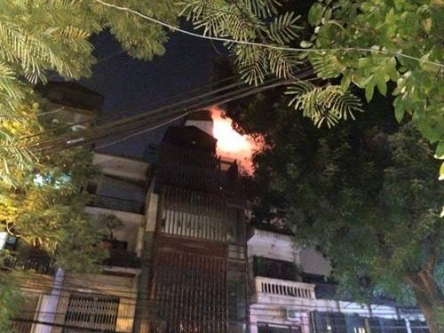 Hà Nội: Cháy khách sạn trong phố cổ, khách chạy tán loạn - anh 2