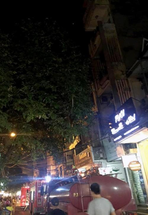 Hà Nội: Cháy khách sạn trong phố cổ, khách chạy tán loạn - anh 3