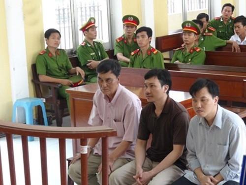 Vụ công an dùng nhục hình ở Sóc Trăng: Toà tuyên án cao nhất 2 năm tù - anh 2