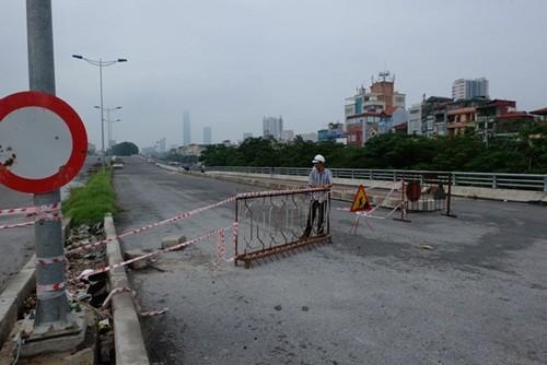 Hà Nội: Đi xe máy lên cầu vượt xây dở, nam thanh niên rơi xuống đất tử vong - anh 2