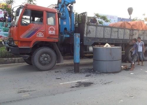 Ô tô đâm sập trạm thu phí cao tốc Trung Lương, 2 người bị thương - anh 3