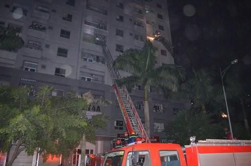 Nhân chứng kể lại khoảnh khắc chung cư Xa La ở Hà Nội bốc cháy - anh 2