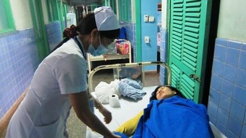 Hàng chục người nhập viện cấp cứu do ăn bánh mỳ - anh 1