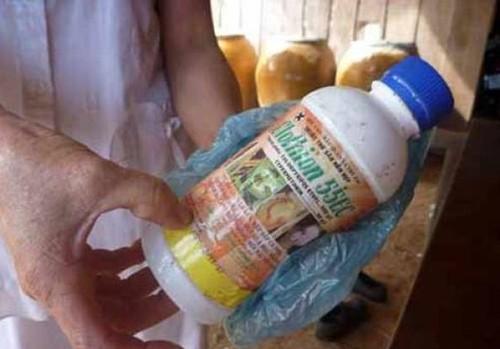 Mâu thuẫn gia đình, mẹ pha thuốc diệt cỏ vào sữa cho 2 con song sinh uống rồi tự tử - anh 1