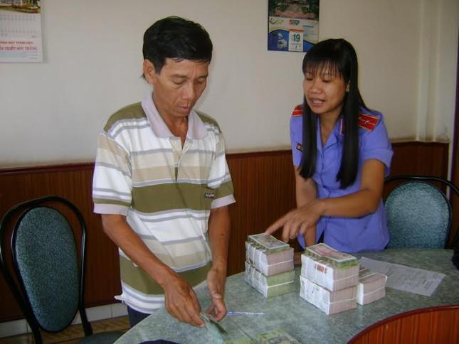 3 người cùng 1 gia đình nhận tiền bồi thường oan sai gần 450 triệu đồng - anh 1