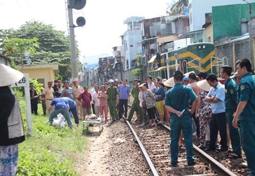 Đi bộ trên đường sắt, người phụ nữ bị tàu hỏa cán tử vong - anh 1