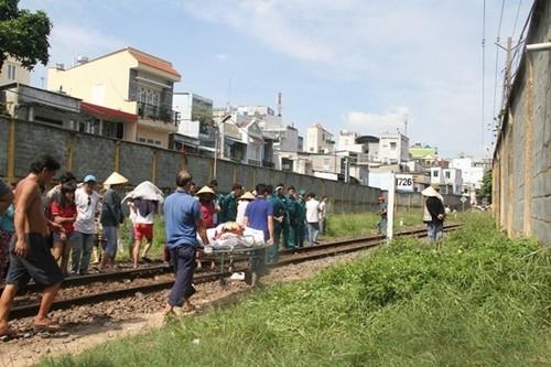 Đi bộ trên đường sắt, người phụ nữ bị tàu hỏa cán tử vong - anh 3