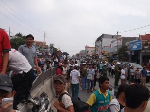 Cháy dữ dội cửa hàng phụ tùng xe máy, hàng trăm người nỗ lực dập lửa - anh 4