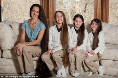 Mỹ: Bốn mẹ con sở hữu mái tóc dài ấn tượng nhiều năm không cắt - anh 1