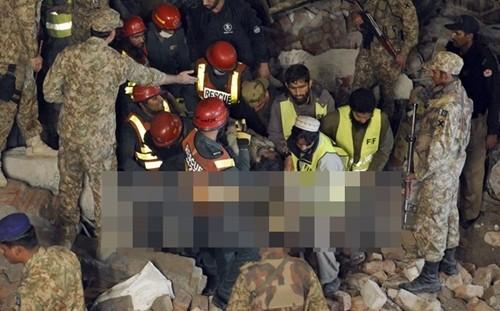 Pakistan: Sập nhà máy, gần 60 người thương vong, 150 người mắc kẹt - anh 1