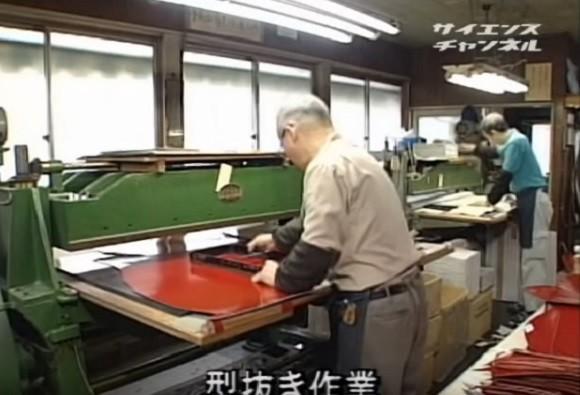 Quy trình làm cặp sách chống gù lưng tại Nhật Bản - anh 3
