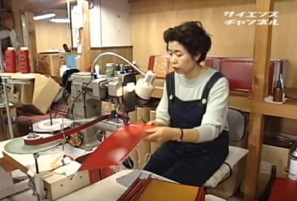 Quy trình làm cặp sách chống gù lưng tại Nhật Bản - anh 4