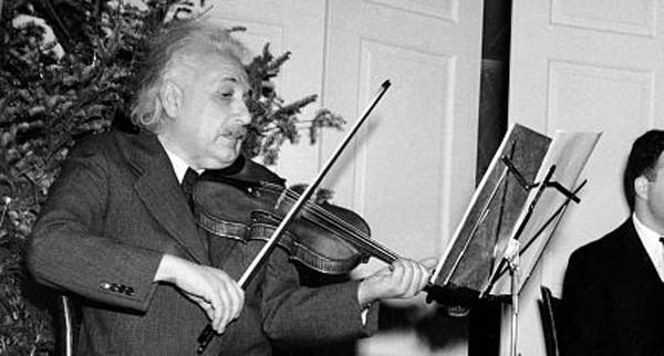 """10 phát ngôn """"để đời"""" về tình yêu, cuộc sống của Albert Einstein - anh 10"""
