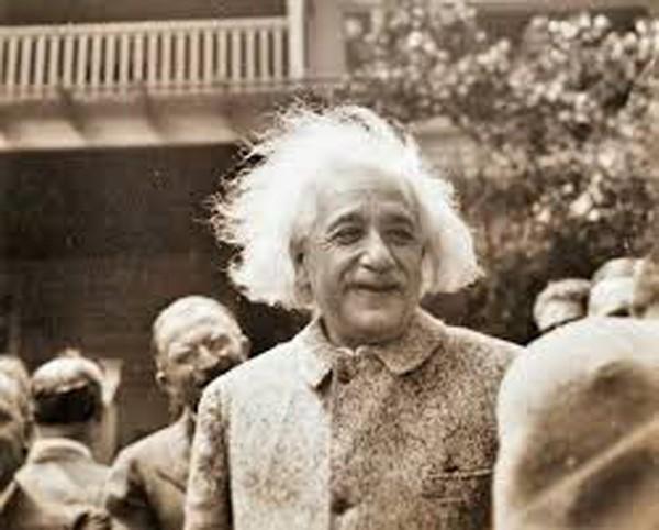 """10 phát ngôn """"để đời"""" về tình yêu, cuộc sống của Albert Einstein - anh 8"""