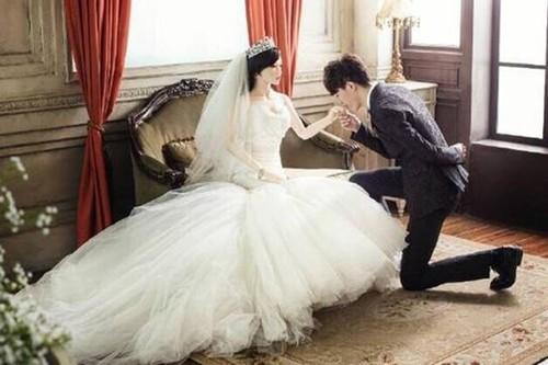 Chàng trai trẻ làm đám cưới với búp bê tình dục - anh 1