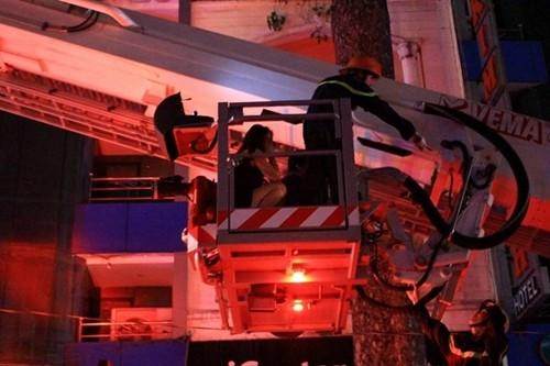 TP HCM: Cháy khách sạn, nhiều du khách mắc kẹt - anh 2