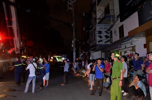 TP HCM: Cháy khách sạn, nhiều du khách mắc kẹt - anh 3
