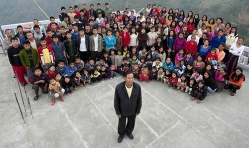 Niềm hạnh phúc của người đàn ông có 39 vợ, 94 con, 33 cháu sống cùng nhà - anh 1