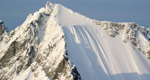 Người đàn ông sống sót kỳ diệu sau khi ngã từ vách núi cao 500m - anh 1