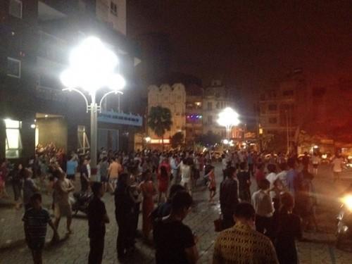 Hà Nội: Cháy chung cư Vimeco lúc nửa đêm, dân hốt hoảng tháo chạy - anh 1