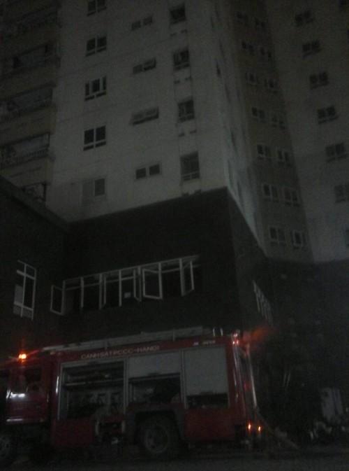 Hà Nội: Cháy chung cư Vimeco lúc nửa đêm, dân hốt hoảng tháo chạy - anh 2